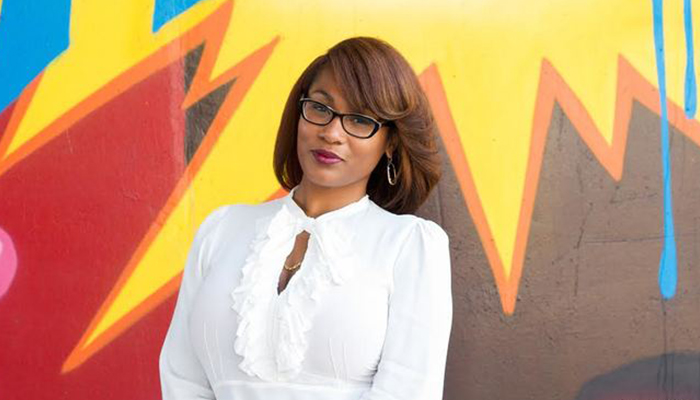 Inspiring Latina: Meet Noëlle Santos, An Afro-Latina Campaigning For The Only Bookstore In The Bronx