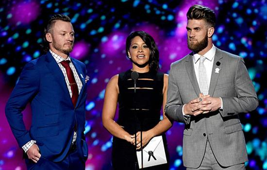 Gina Rodriguez Shows Off Her Spanish Skills While Presenting at the ESPYs