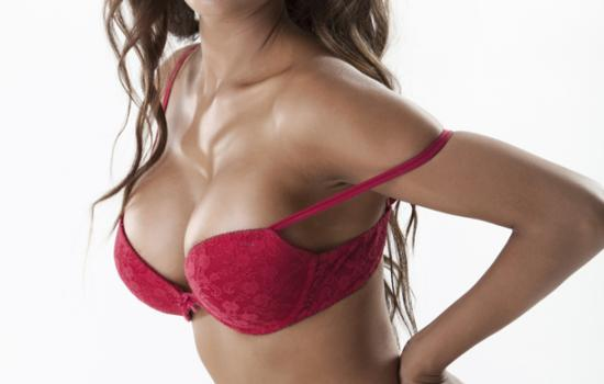 7 Problems Busty Chicas Know All Too Well