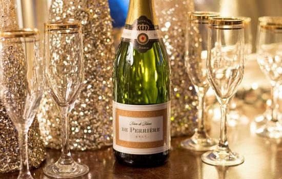 How To Throw A Stress-Free NYE Party Your Friends Will Never Forget