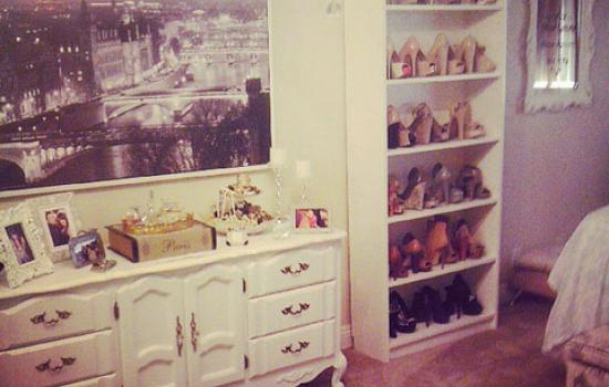 Real Latina Awes With Her Parisian Themed Room