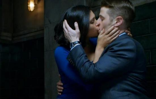 Morena Baccarin and Ben McKenzie Kissing
