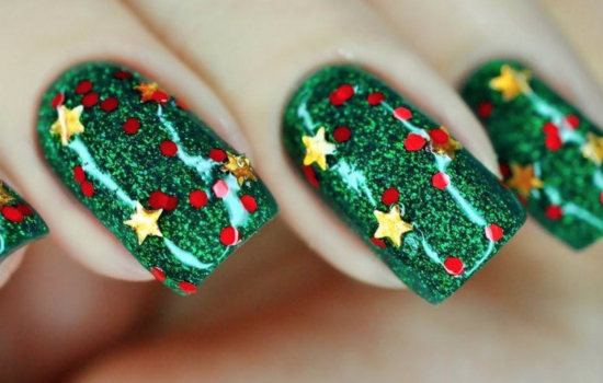 Cute & Chic Holiday Nail Art You'll Want to Flaunt All Year Long