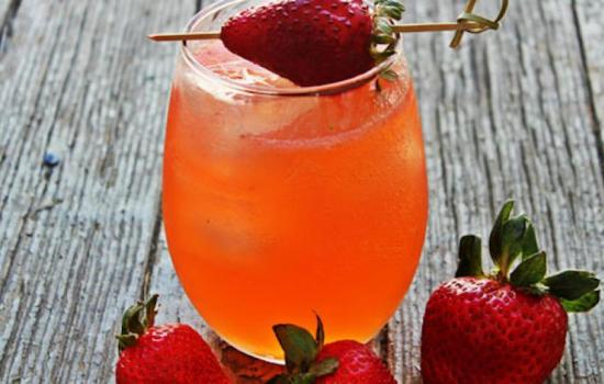 Strawberry cocktails